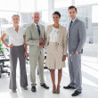 Foto Stock: Smiling business standing in line