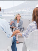 Smiling therapist speaking a couple — Stock Photo