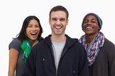 Elegantes jóvenes amigos riéndose de cámara — Foto de Stock