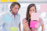 Woman pointing a sticky note — Stock Photo