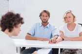 Therapist trying to help a couple — Stock Photo