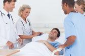 Equipe medica ridendo — Foto Stock