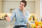 Man gesticulating while calling — Stock Photo