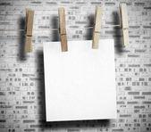 Livre blanc accroché avec pince à linge — Photo