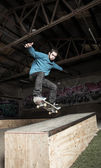Skater doing ollie down hubba ledge — Stock Photo