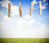 Clothespin on a laundry line outside with bright blue sky — 图库照片