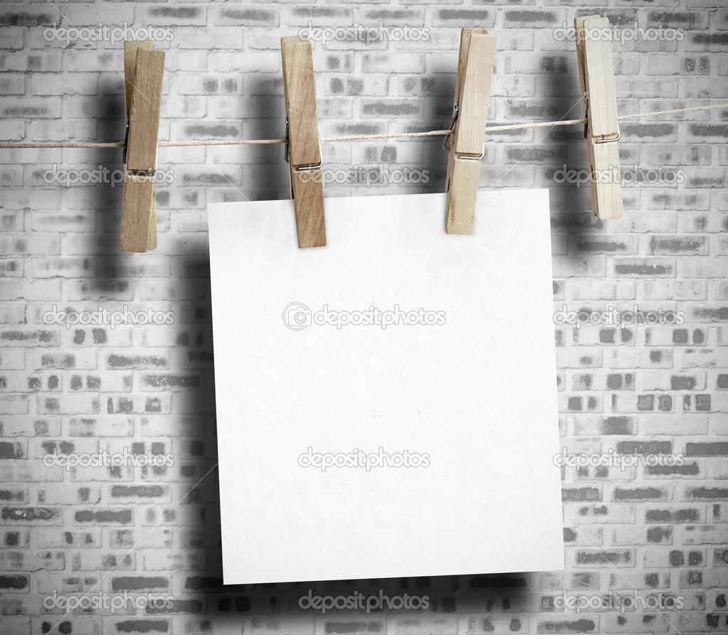 Livre blanc accroch avec pince linge photographie wavebreakmedia 25731855 - Accroche photo pince ...