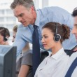 Manager helping call centre agent — Stockfoto