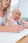 Mother and daughter drawing at the table — Stock Photo