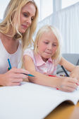 Smiling mother and daughter drawing together — Stock Photo