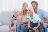 Family playing video games — Stockfoto