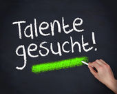 Man writing talente gesucht — Stock Photo