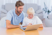 Father and his son using laptop — Stock Photo