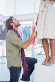 Mode-designer modell betrachten — Stockfoto