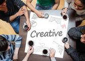 写在一张海报与图纸的图表上的创意 — 图库照片