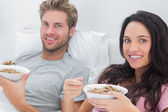 Couple eating cereal for breakfast — Stock Photo