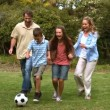 Family playing football — Stock Video