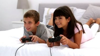 Two children playing video games — Stock Video