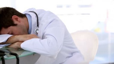 Sleeping doctor woken by his coworker — Stock Video