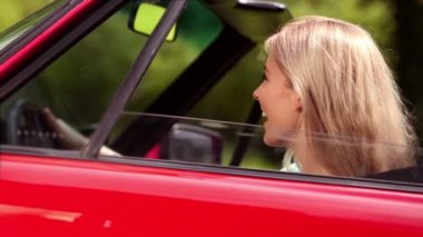 Cheerful woman in her car — Stock Video