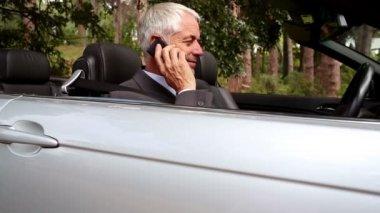 在电话上高兴商人 — 图库视频影像