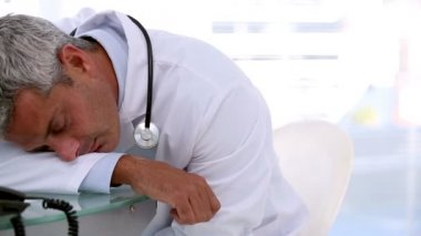Sleeping doctor on a desk — Stock Video