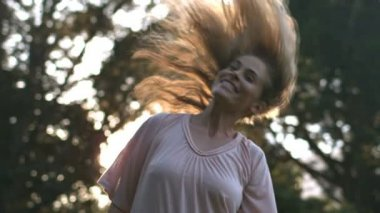Attractive woman shaking her hair — Stock Video