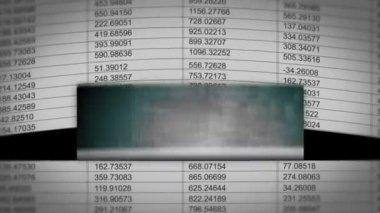 Papír s ip adresou na to nechat se zobrazí rostoucí grafy — Stock video