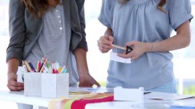 Discussion between interior designers — Stock Video