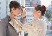 Geschäftsfrau erwürgt einen anderen — Stockfoto