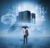 Kontemplując serwery biznesmen — Zdjęcie stockowe