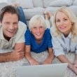 Portrait of son and parents using a laptop — Stockfoto