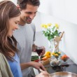 Couple cooking together vegetables — Stock Photo