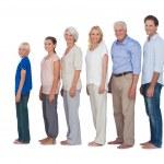 flera generation familj poserar tillsammans och titta på kameran — Stockfoto