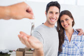 Happy man being given a house key — Stock Photo
