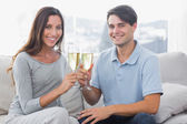 Portrait of lovers clinking their flutes of champagne — Stock Photo
