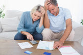 Worried couple going over finances — Foto de Stock