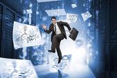 実業家の周り図面と廊下でジャンプ — ストック写真