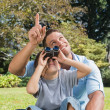 Dad and son looking at the sky with binoculars — Stock Photo
