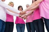 热心妇女穿着粉红色的乳腺癌摆了中国保监会 — 图库照片
