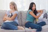 Amis ne pas parler les uns aux autres, après un combat — Photo