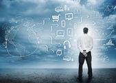 Affärsman med tanke på en komplicerad brainstorma för vinst — Stockfoto