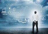 Empresario teniendo en cuenta una lluvia de ideas para la comercialización — Foto de Stock