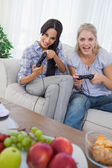 Laughing friends playing video games — Stock Photo