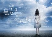 Empresaria considerando una lluvia de ideas — Foto de Stock