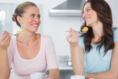 Smiling friends eating cake and having coffee — Stock Photo