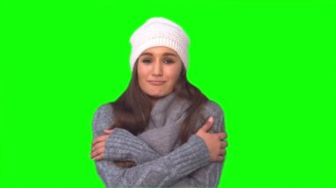 Smiling model in winter clothes shivering — Stock Video