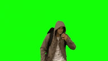 Handsome man walking towards the camera on green screen — Wideo stockowe