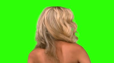 Pretty woman tossing her hair on green screen — Stock Video