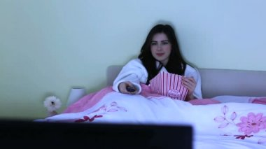 Young woman watching horror movie — Stock Video